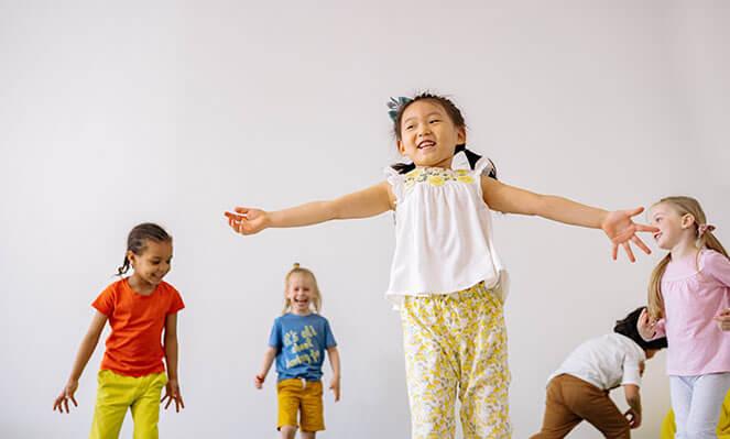 children playing freeze dance